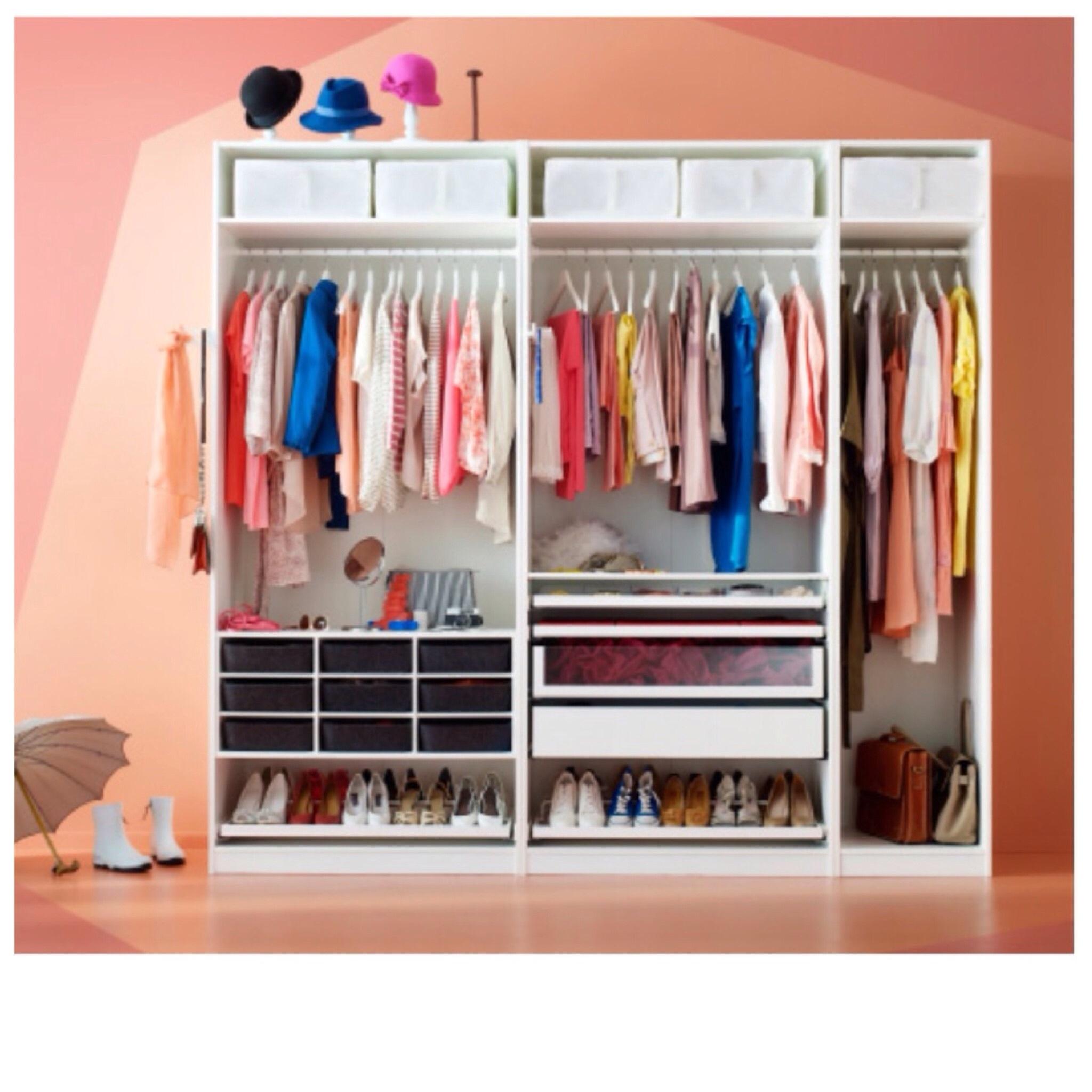 Closets pinspo nanni for Inside wardrobe storage